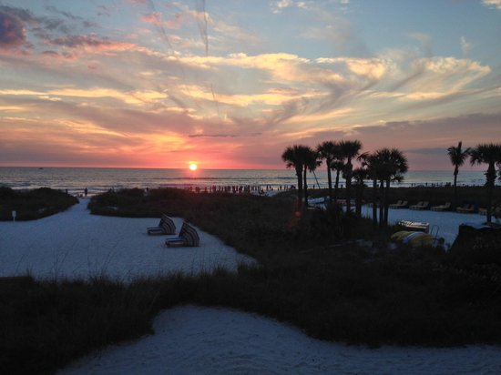 Siesta Sands Beach Resort : Another awesome sunset viewed from the deck.