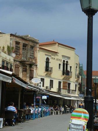 Casa Leone Boutique Hotel: Façade de l'hôtel sur la droite