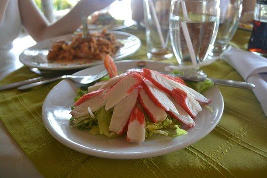 Irotama Resort : Delicious salad from the restaurant (coco's bar)