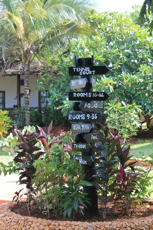 Ras Nungwi Beach Hotel: Sign Post