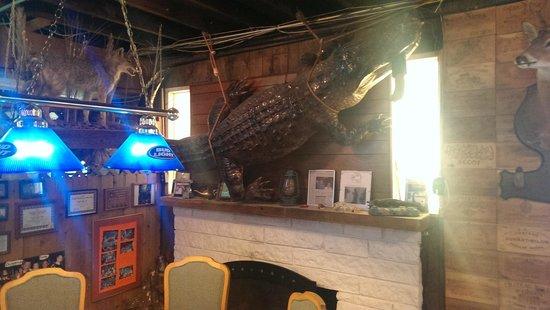 Linger Lodge Restaurant: Love it! - alligator on the wall