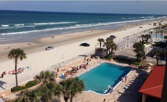 Holiday Inn & Suites Daytona Beach on the Ocean: The view from the balcony of our oceanfront room