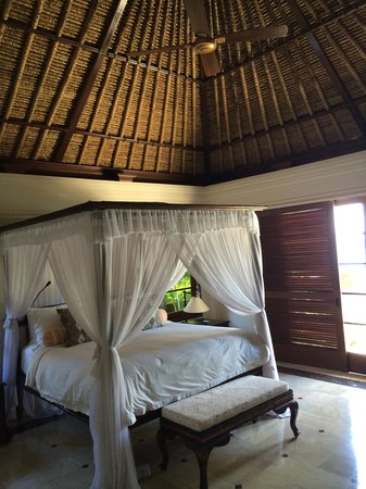 Four Seasons Resort Bali at Jimbaran Bay: the master Bedroom