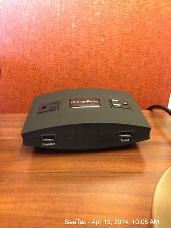 Hampton Inn and Suites Seattle-Airport/28th Ave: ChargePoint power source located on one of the nightstands