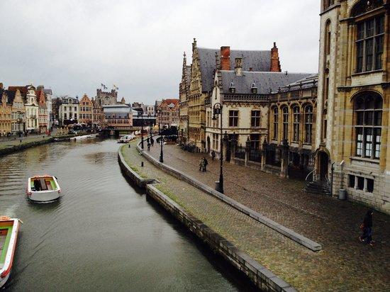 Calles Graslei y Korenlei: Een kijk op de graslei van op de Sint Michael brug