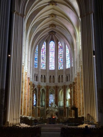 Cathédrale de Chartres : The Nave looking towards choir