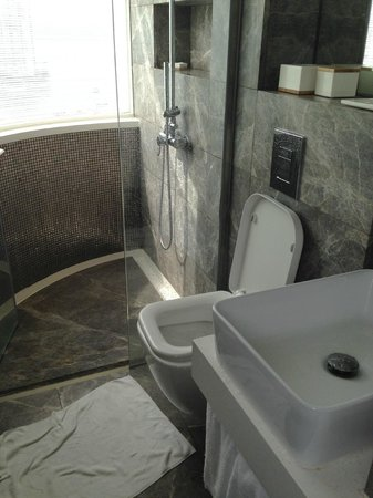 Ovolo Aberdeen Harbour: Bathroom