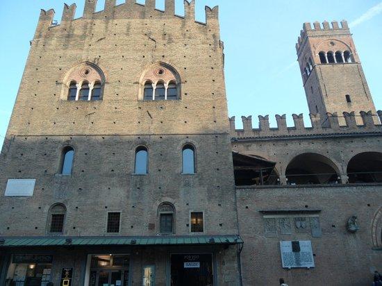 Piazza Maggiore : Palazzo Acursio
