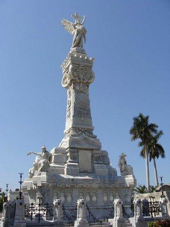 Christopher Columbus Cemetery (Cemetario de Colon): C.COLÓN. MAUSOLEO A LAS VICTIMAS DEL DESASTRE DE LA FERRETERÍA ISASI.