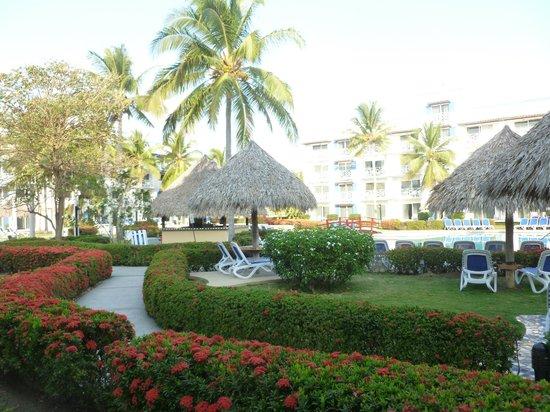 Hotel Playa Blanca Beach Resort : pool area.
