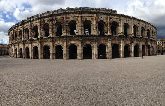 Arènes de Nîmes : Les arenes