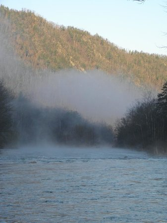 Nolichucky Gorge Campground: Fog in the morning