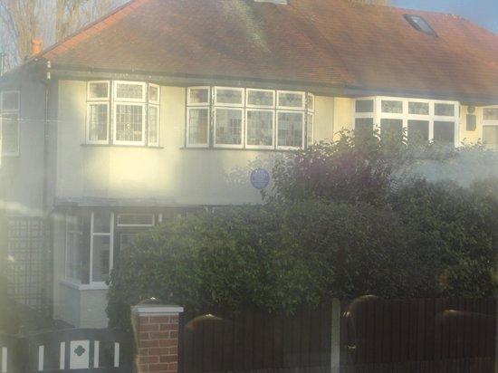 Beatles Magical Mystery Tour : John Lennon's childhood home (Mendips)