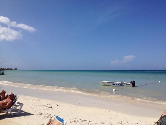 Sandals Montego Bay: beach and ocean