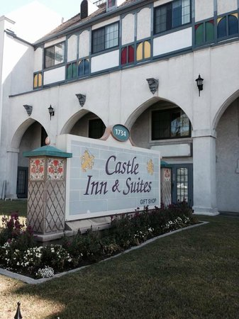 Castle Inn and Suites: Front