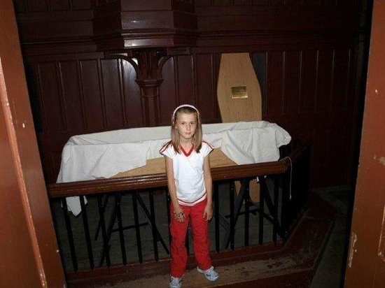 Lincoln Castle: Court/coffin