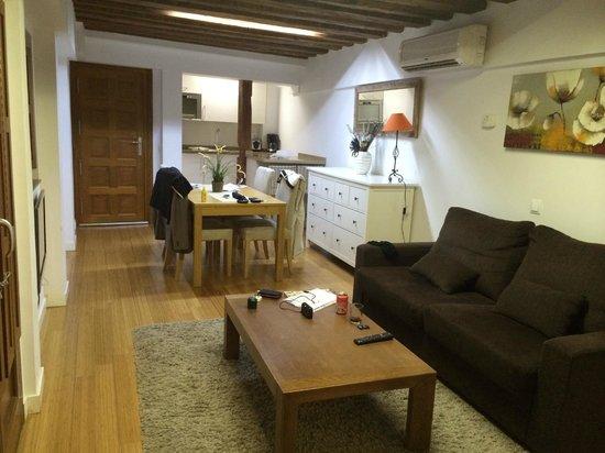 Apartamentos Huertas: Living Room