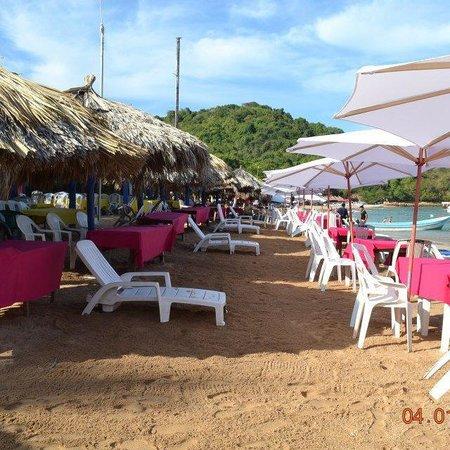 Ixtapa Island (Isla Ixtapa) : eating with the water to your feet