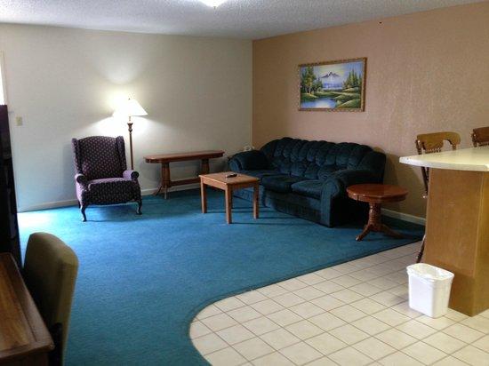 Royal Inn : Suite Living Room