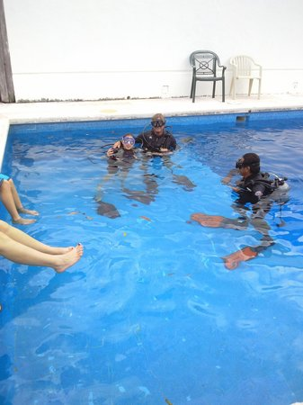 Dive House: diving class at pool just so fun!!!!!!
