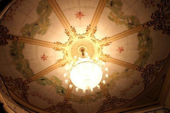 Teatro São Pedro: Vista da área central do teto acima da platéia