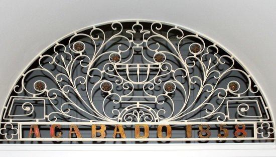 Teatro São Pedro: Detalhes da parte superior de uma porta interna.