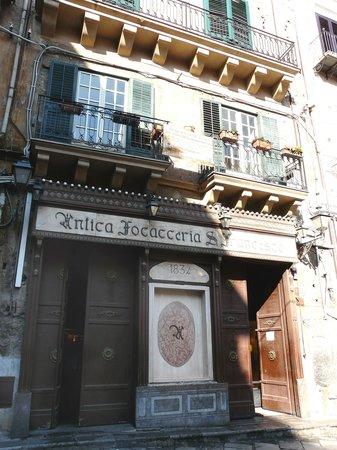 Antica Focacceria San Francesco: Il fronte della Focacceria