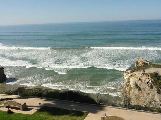 SeaCrest OceanFront Hotel : morning waves