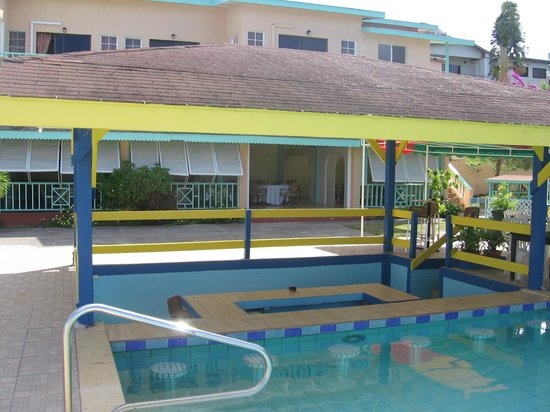 Bird Rock Beach Hotel: pool bar