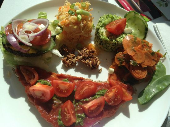 Pure on Raw: pizza, burgers and salad