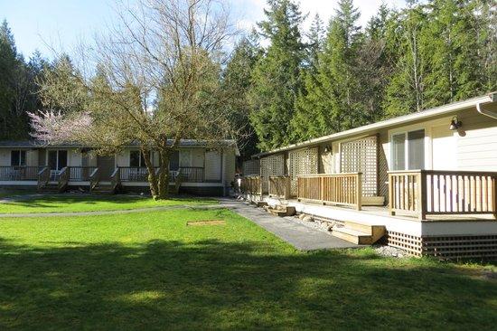 The Stonewater Motel : Outside decks.