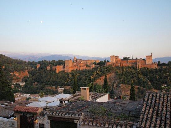 Mirador de San Nicolas: Vista de la Alhambra desde el mirador de San Nicolás, al atardecer