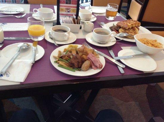 Hotel Ciputra Jakarta: Breakfast time