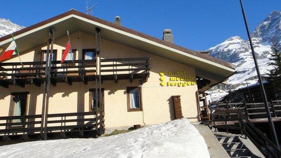 Il Meuble Furggen: Hotel and Matterhorn