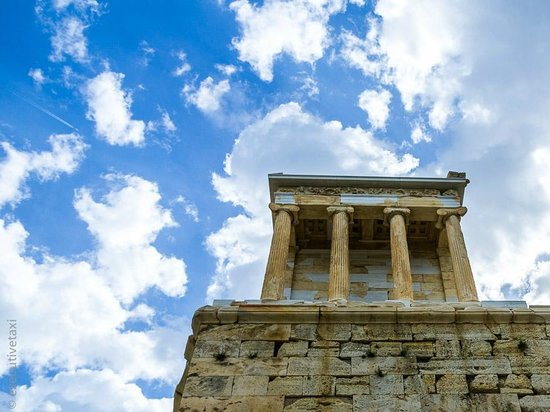 temple of athena nike The temple of athena nike is built on what was originally a mycenaean outwork it stands on a platform, eight meters high, which projects to the west a few previous versions of the temple existed, with the final version being built in.
