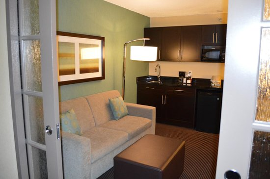 Holiday Inn Pointe Claire Montreal Airport : Living Area