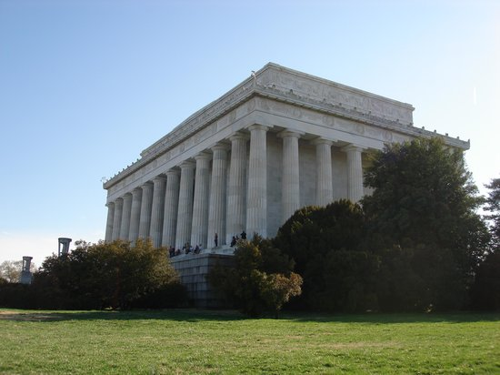 DC Insider Tours: Heading Toward the Lincoln Memorial