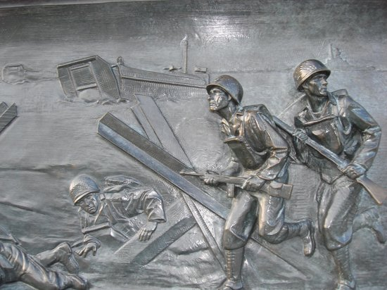 DC Insider Tours: WWII Memorial