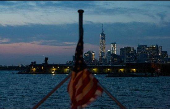 Manhattan Skyline : From Red Hook Ferry