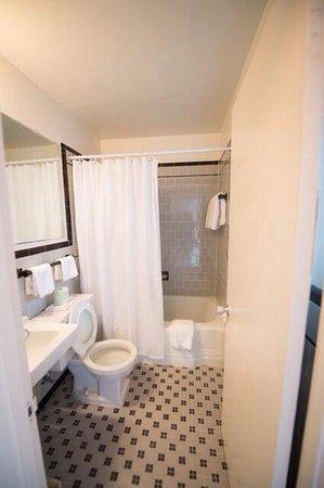Inn of Rosslyn: Retro bathroom