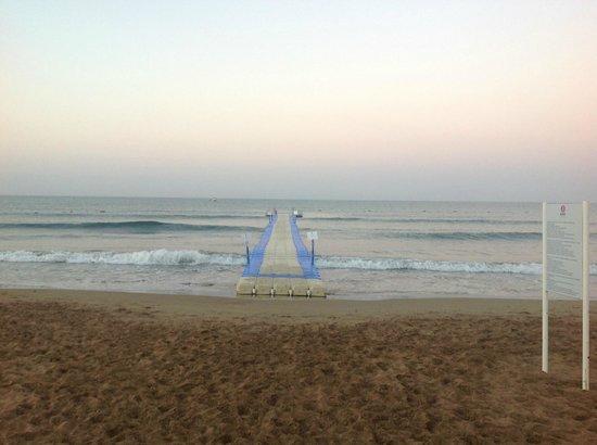 Barut Hemera: Пляж и пирс отеля