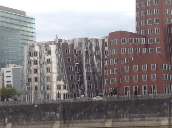 Vieille ville (Altstadt) : Those brand new crooked buildings