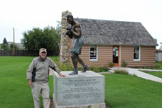 Jack dempsey Museum with statue in foreground