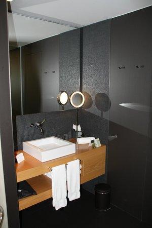 Hotel Ohla Barcelona: SDB moderne et design