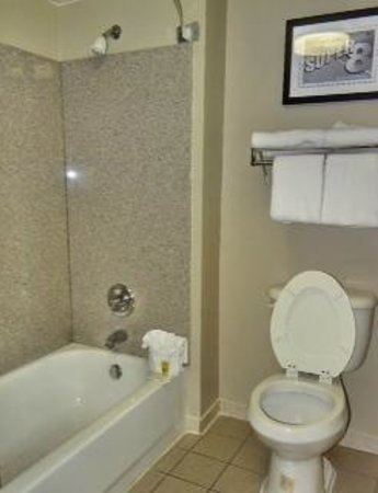 Super 8 Pigeon Forge-Emert ST: Brand New Bathroom