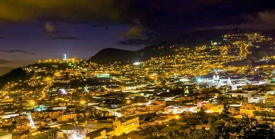 Quito Old Town: La pequeña colina denominada el Panecillo y el Centro Histórico de Quito
