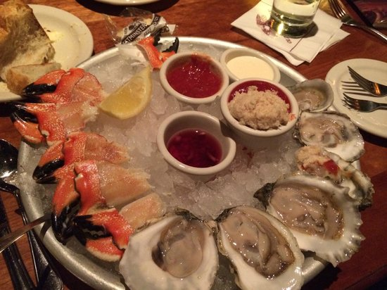 Old Ebbitt Grill: Oysters and Crab Claws