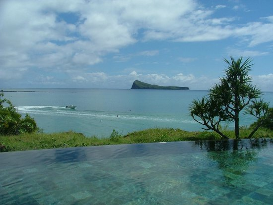 Paradise Cove Boutique Hotel: View from infinity pool