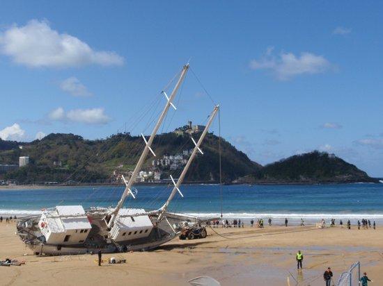 La Concha Beach : Barco
