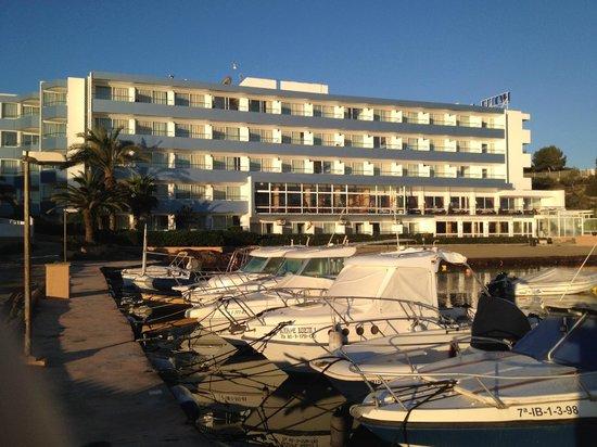 Hotel Argos vom Anlegeplatz aus gesehen